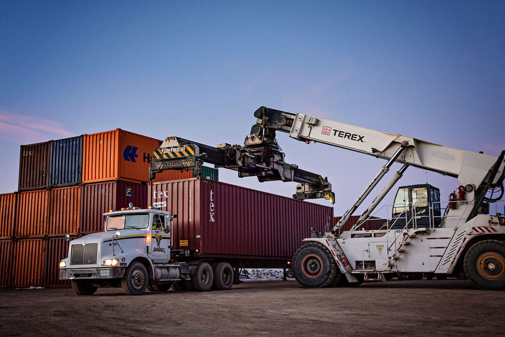 loading container on truck regina